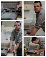 W pracowni poligrafii uczymy się obsługiwać bindownicę...